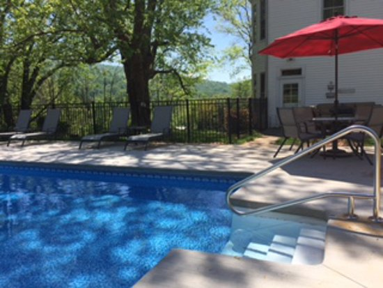 Lovingston, VA: Relax and unwind in our beautiful new pool!