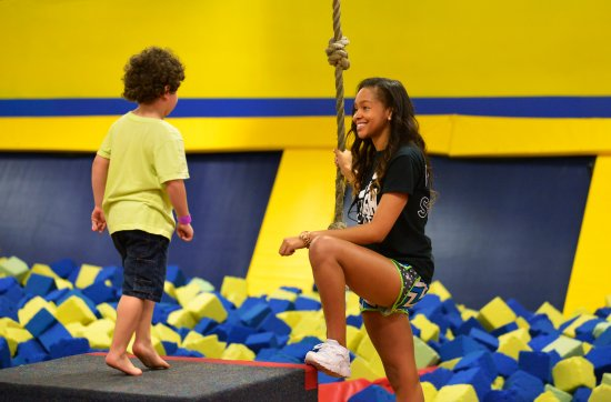 Pineville, Carolina del Norte: Foam Pit & Friendly Staff - Great with kids!