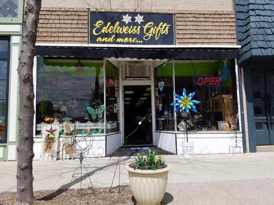 มอนโร, วิสคอนซิน: Our new storefront!