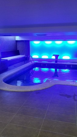 Hotel Som Fona: Piscine interieure avec jacuzzi