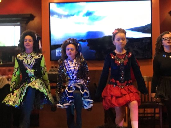 Irish Cottage Boutique Hotel: On Fridays and Saturdays Irish dancers perform. Very entertaining.