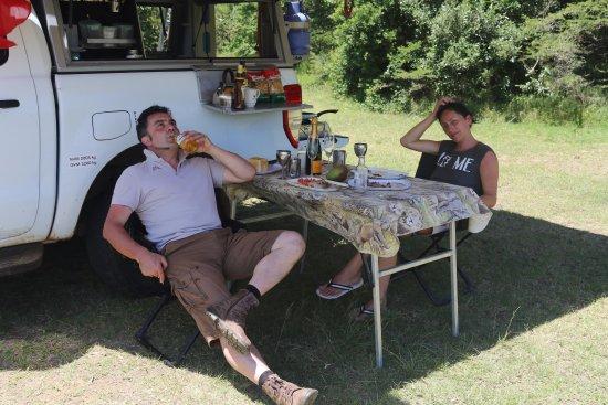 Bhangazi Lodge: und für unser Pic Nic die Liebe Frau Wimpie hat uns auch ne passende Tischdecke mit Safari Bilde
