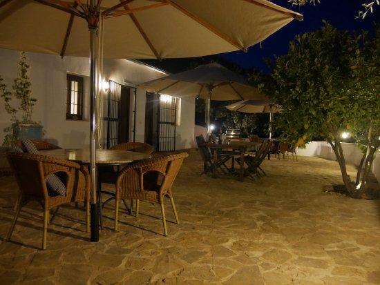 Casa Rural El Olivar: Vorplatz vor den drei Casitas