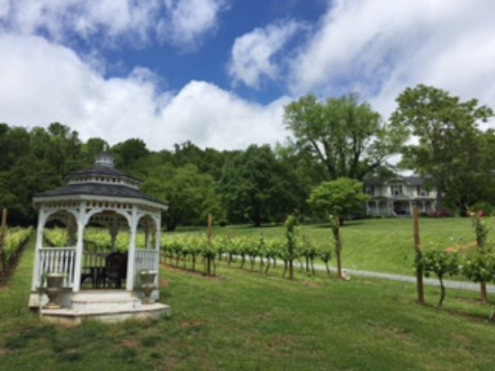 Lovingston, VA: The gazebo is a perfect spot for a ceremony, a group gathering, or a fresh glass of wine!
