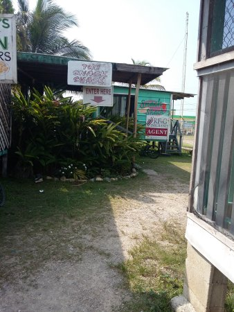 Punta Gorda, Belice: Keep walking behind the front businesses. Follow your noise....