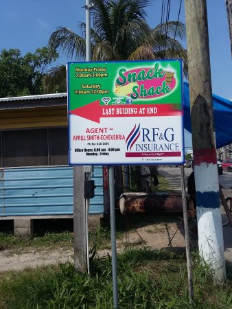 Punta Gorda, Belice: Snack Shack is behind - just follow the little path
