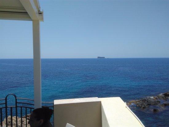 Siggiewi, Malta: Plein les yeux... assiettes en rapport !