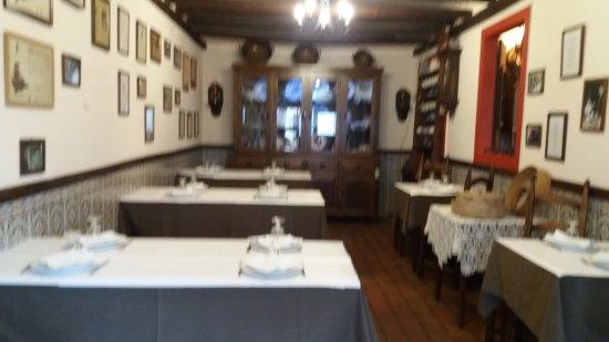 Estombar, Portogallo: The lovely restaurant