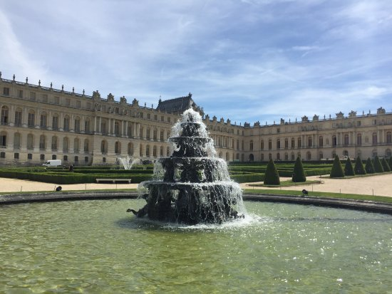 Versailles fountain of saturn or winter with water for Jardin de versailles