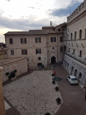 Hotel Alexander: Piazza Chiesa Nuova