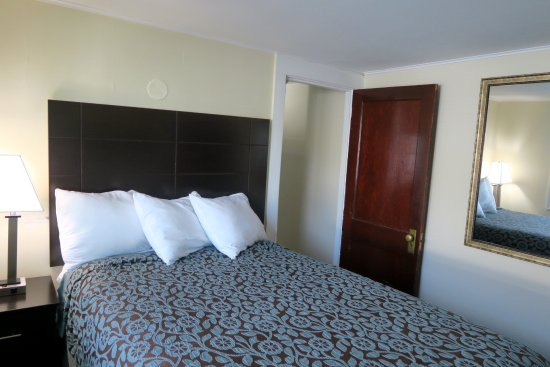 Pictures Of Rooms At Days Inn Lincoln New Hampshire