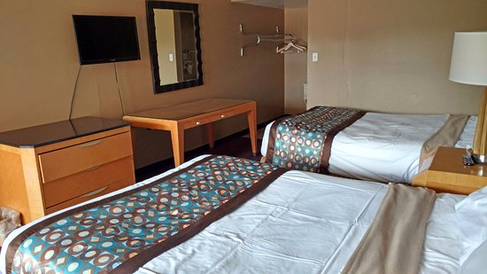 Americas Best Value Inn & Suites : Two Double Beds