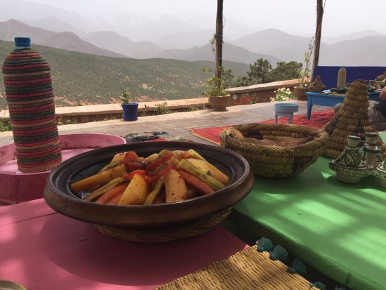 4X4 Camel - Private Day Tours : Tangine lunch at the Berber farmhouse