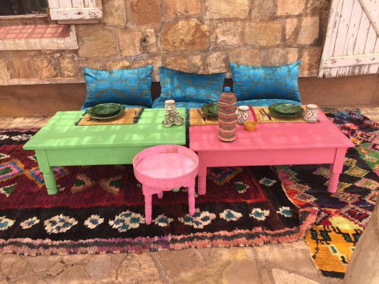 4X4 Camel - Private Day Tours : comfortable outdoor seating for lunch - Berber farmous