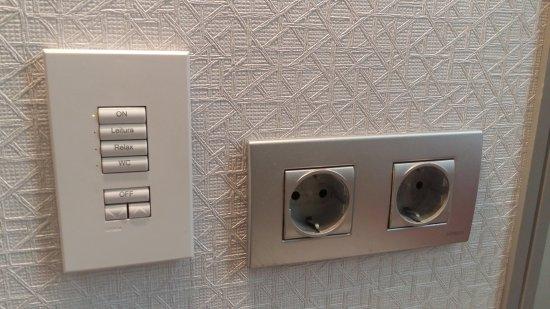 Vincci Baixa: Botonera de control de las luces de la habitacion y el baño