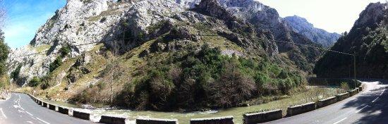 Urdón-Tresviso: Río Deva, Asturias, Spain