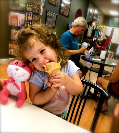 Sweet Annie's : Yum! And, another stuffed animal won in arcade game!