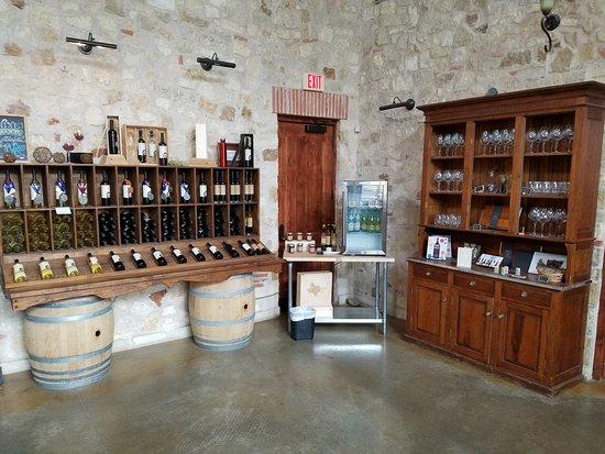 Driftwood, تكساس: Lovely tasting room.