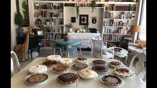 Arden, NC: Cozy environment - Baked Pie Company