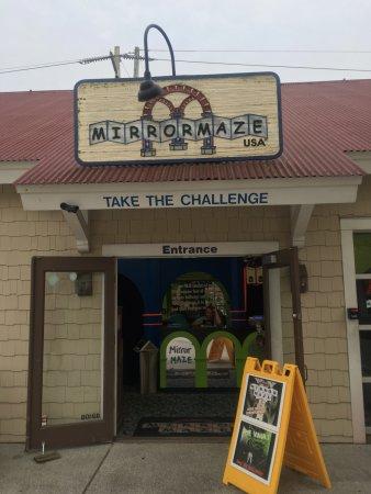 Mirror Maze USA