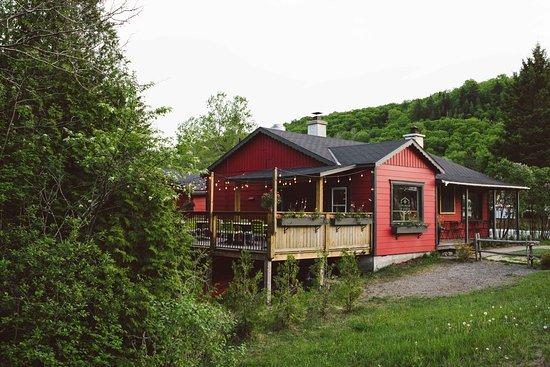 Val-David, Canada: L'Épicurieux et sa vue extérieure!