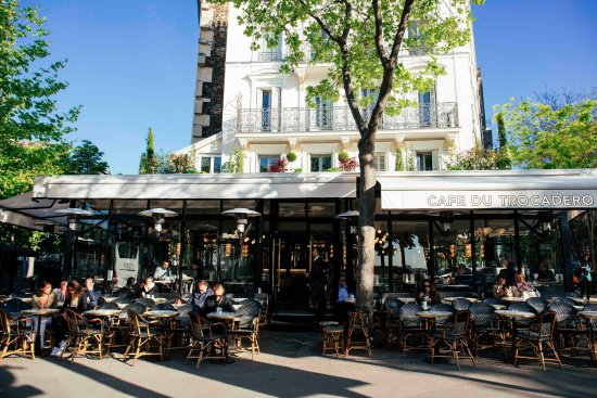 notre terrasse face la tour eiffel picture of cafe du trocadero paris tripadvisor. Black Bedroom Furniture Sets. Home Design Ideas
