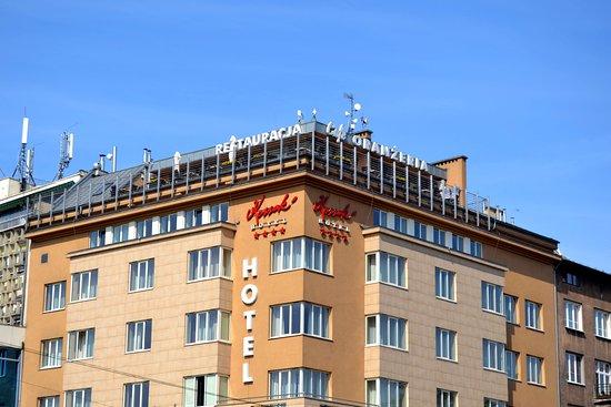 Kossak Hotel: Hotellet sett fra gaten