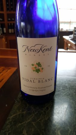 New Kent, Wirginia: Many area wineries have a Vidal Blanc but this was the best one I tried