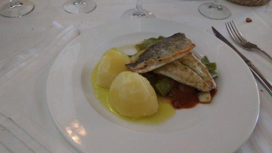 Mondariz, Spain: lomo de lenguado en salsa de mariscos