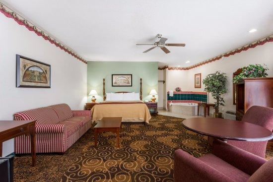 Days Inn Orangeburg: Suite room
