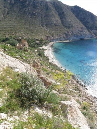 Cabo de Gata, España: Cala de San Pedro en primavera