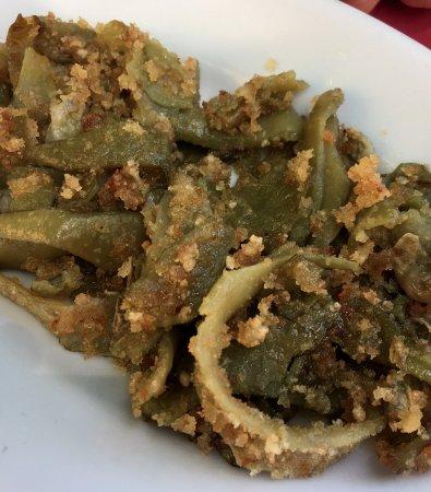 Tusa, Italien: fave lessate, passate in padella con mollica di pane Tumminia