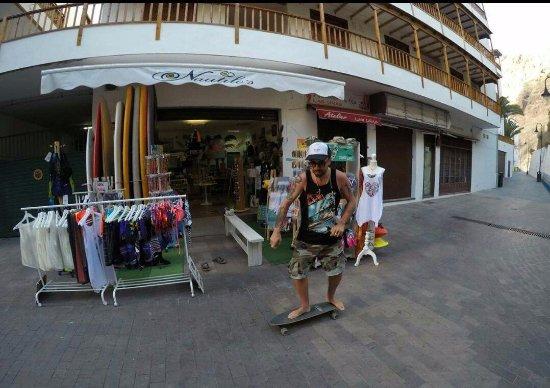 Los Gigantes, Spanien: nautilos sup shop y alquiler de sk8