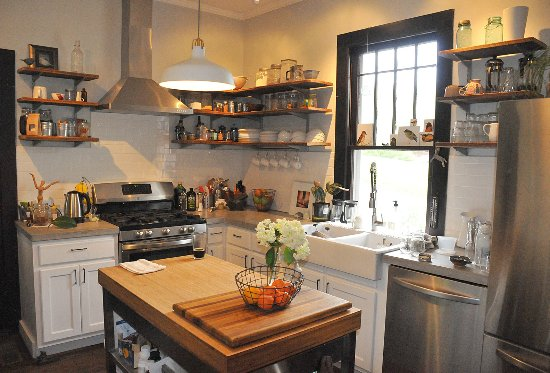 Saluda, Kuzey Carolina: Kitchen - Where the Magic Happens