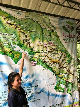 Guapiles, Kosta Rika: Medewerkster van de Zip line activiteit.