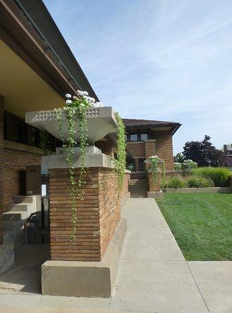 Frank Lloyd Wright S Darwin D Martin House Complex Planter
