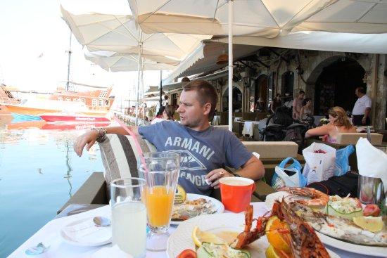 Zefyros Family Fish Taverna: я и еда