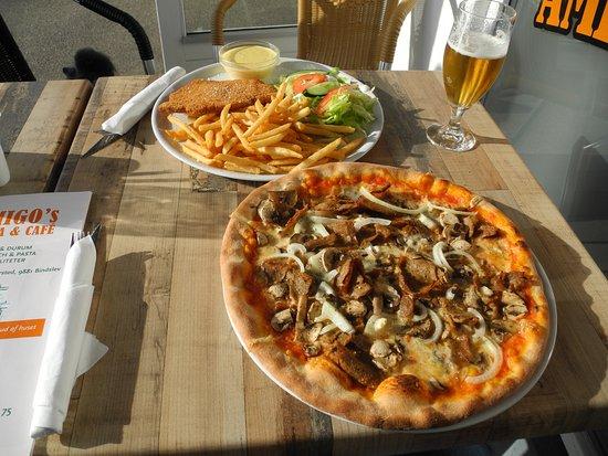 Hjoerring, Denmark: Gorgonzola Pizza and Wienerschnitzel