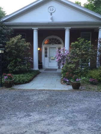 Enchanted Manor of Woodstock: Front entrance