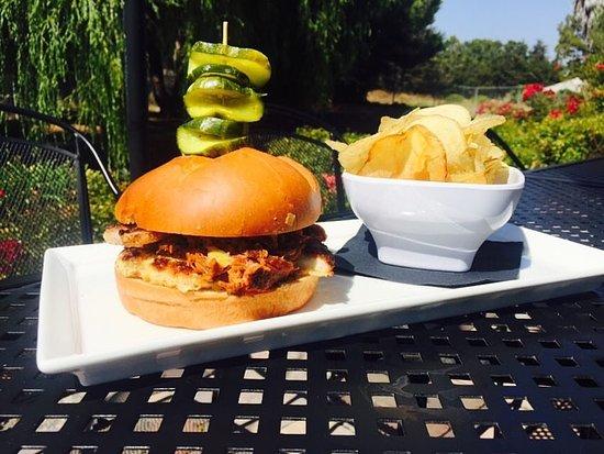 Sunnyvale, Kalifornien: Burger on the patio