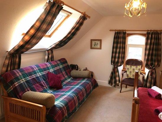 Grantown-on-Spey, UK: Cardhu - a spacious, luxury king room