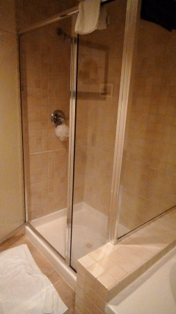 Turtle Cay Resort: Separate shower