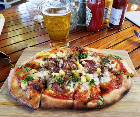bbq chicken pizza picture of hula grill kaanapali ka 39 anapali tripadvisor. Black Bedroom Furniture Sets. Home Design Ideas