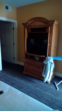 Turtle Cay Resort: BR chest with TV