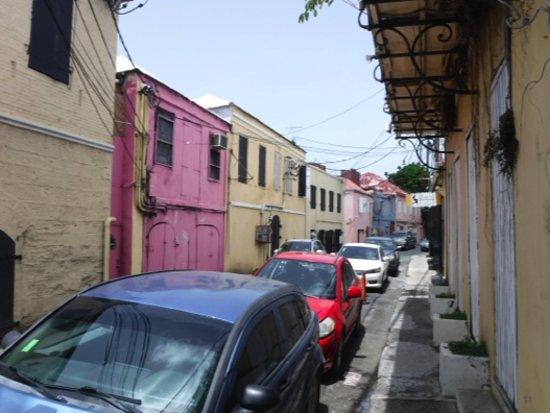 Cuzzin's Caribbean Restaurant and Bar : Nondescript side street