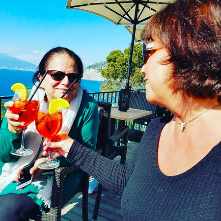 Villa Garden Hotel Wine Bar : Enjoying our apertivi!