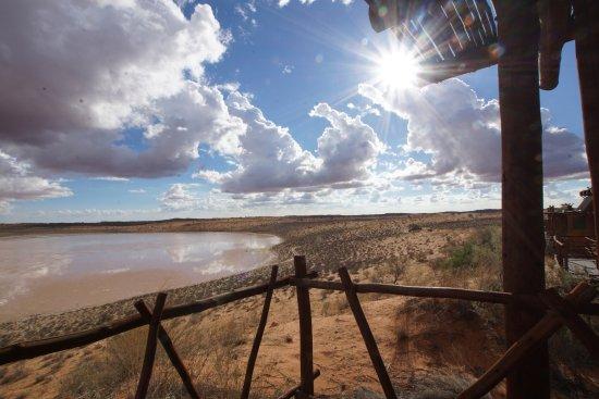 !Xaus Lodge: Blick auf die Salzpfanne