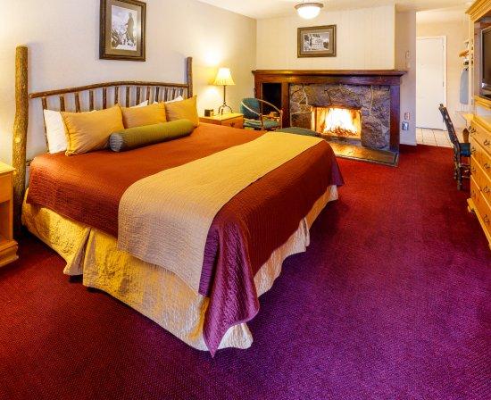 Antler Inn: King Fireplace