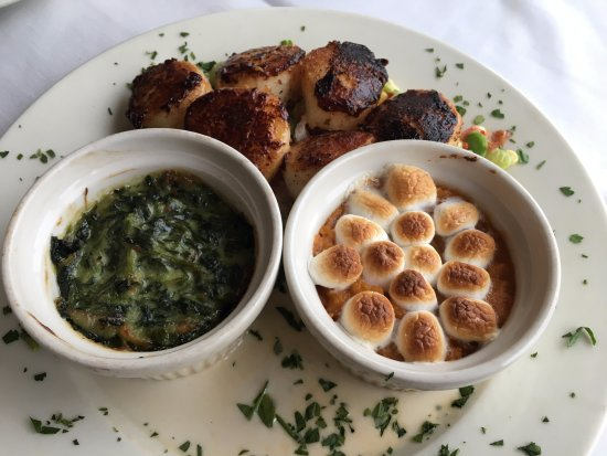 Andover, NJ : Scallops with creamed spinach & sweet potato souffle