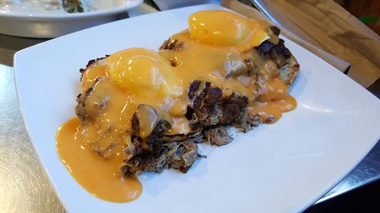San Dimas, CA: Pulled Pork Eggs Benedict